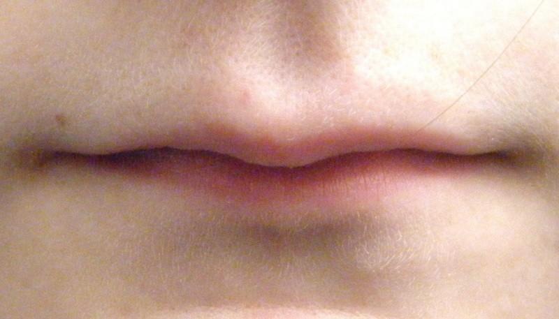 Тонкие губы у девушки признак чего